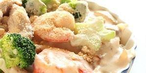 Shrimp And Scallops With Cheesy Cream Sauce