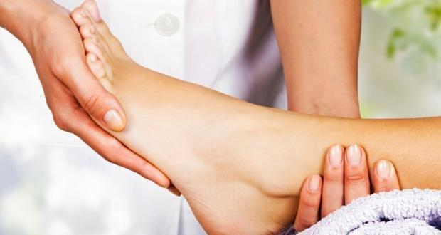What Causes Swollen Feet With Diabetes?