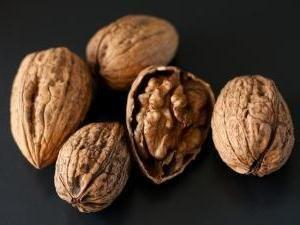 Diabetes Diet: The Benefits of Eating Walnuts
