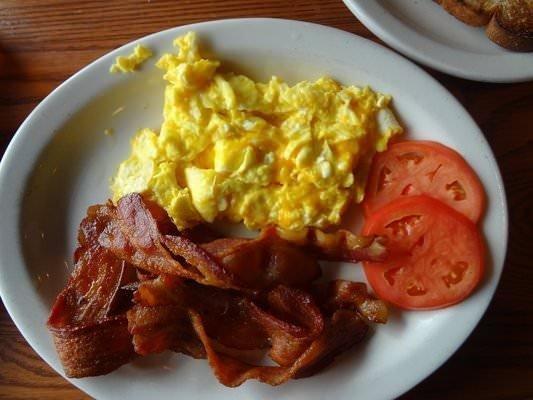 Keto Breakfast: Bacon & Eggs