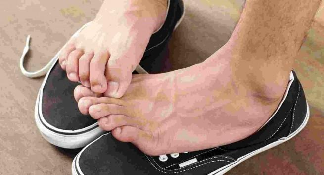 Itchy Hands And Feet At Night? Find Out The Problem Now