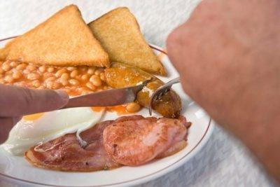Diabetes & Hot Flashes After Eating Breakfast