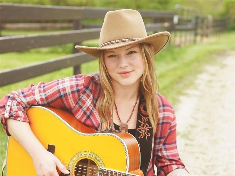 Crystal Bowersox To Visit And Perform At Diabetes Camp