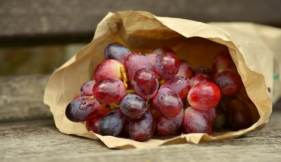 Red-grapes-in-paper-bag