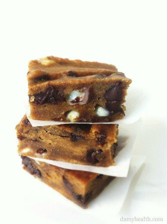Flourless Chocolate Chip Blondie Brownies