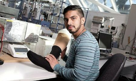 The Sri Lankan creating a sock to save feet from diabetes