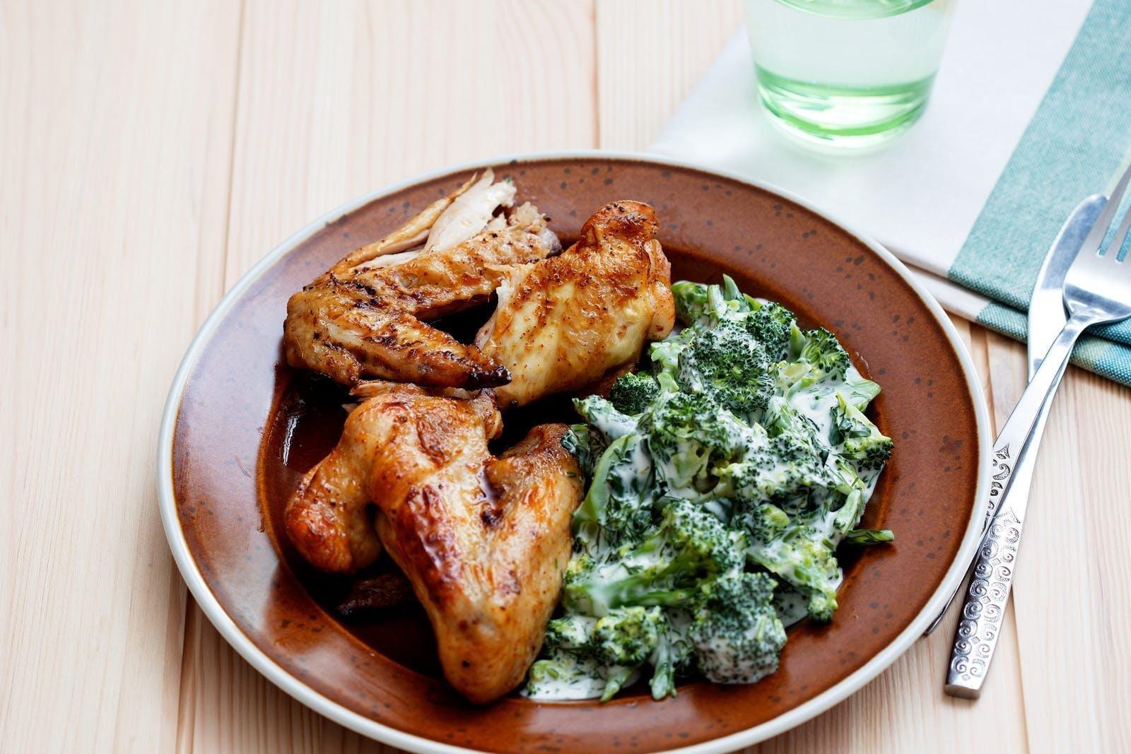 Keto Chicken Wings With Creamy Broccoli