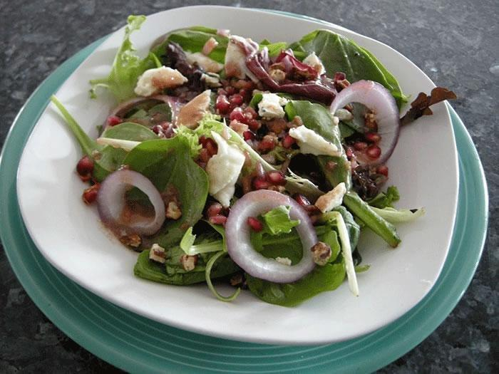 Red, Green, And Bleu Salad With Tangy Balsamic Vinaigrette