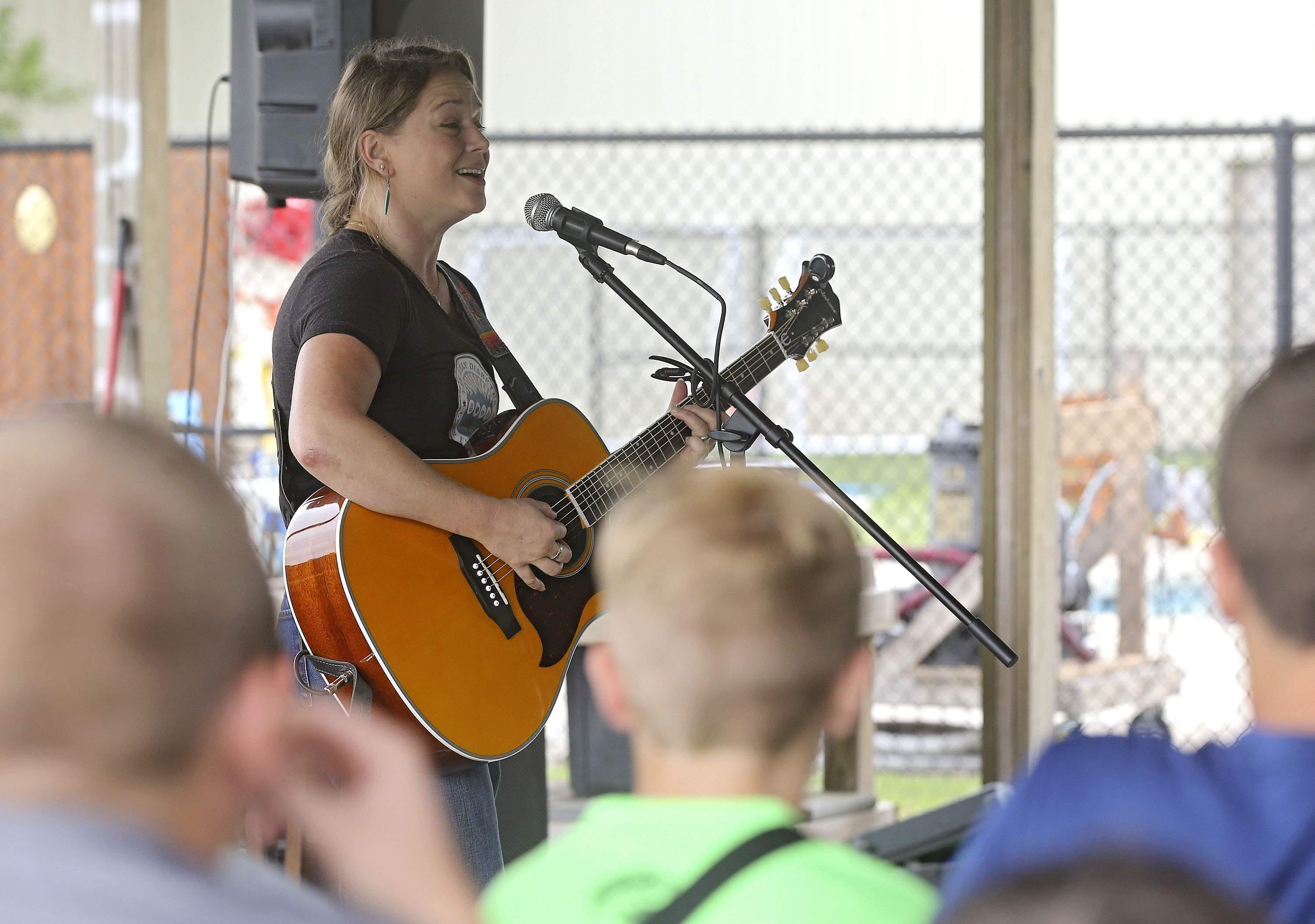 'american Idol' Finalist Crystal Bowersox Shares Positive Message, Songs At Camp Tanager