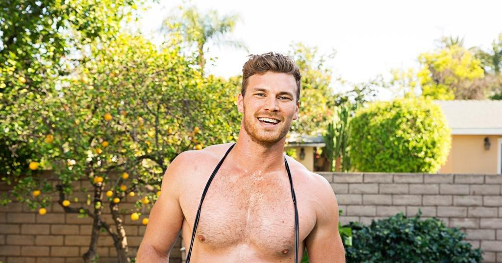 Baby Daddy's Derek Theler Shirtless With Type 1 Diabetes Insulin Pump | People.com
