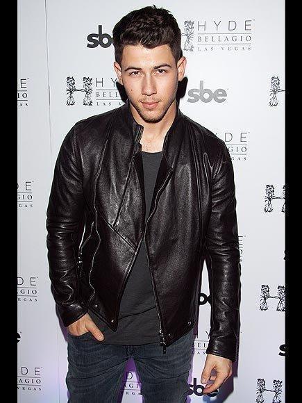 Nick Jonas Twitter Feud With Crossfit Over Diabetes | People.com