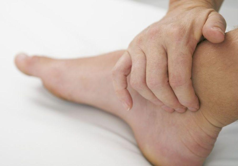 5 Tips To Reduce Feet, Leg And Ankle Swelling